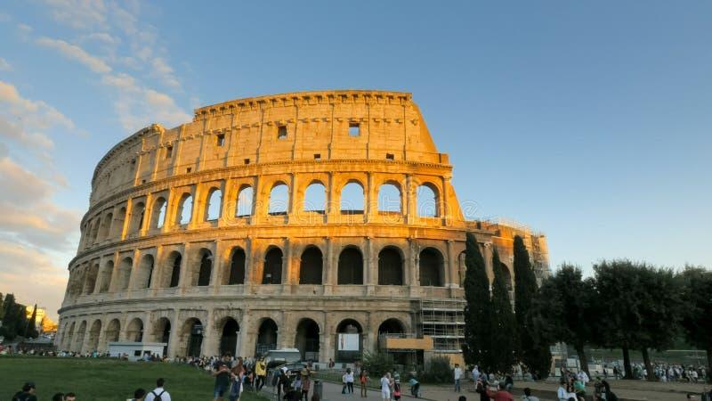 ROMA, ITALIA 30 DE SETEMBRO DE 2015: por do sol disparado do colosseum em Roma, Italia fotografia de stock