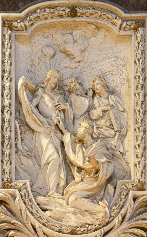 ROMA, ITALIA, 2016: Il sollievo dell'incredulità di St Thomas da Carlo Monaldi in chiesa Basilica di San Marco fotografia stock libera da diritti