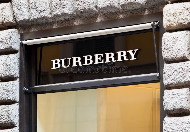 Roma, Italia - 13 maggio 2018: Logo di Burberry sul deposito del ` s di marca a Roma immagini stock