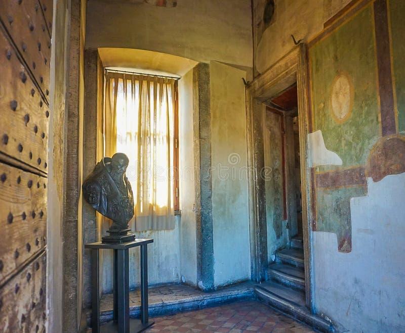 ROMA, ITALIA; 11 OTTOBRE 2017: Entrata dell'appartamento a Castel Sain fotografie stock libere da diritti