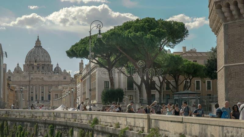 ROMA, ITALIA SEPTIEMBRE, 6, 2016: la basílica de San Pedro del santangelo del castel en Roma imagen de archivo