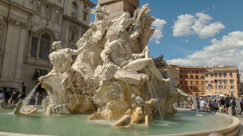 ROMA, ITALIA SEPTIEMBRE, 6, 2016: tiro soleado de la tarde de la fuente de cuatro ríos en el navona de la plaza, Roma imagenes de archivo