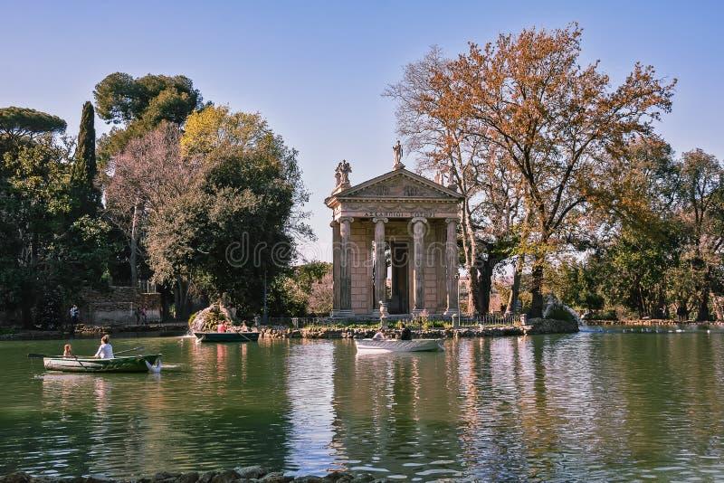 Roma Italien - marsch 22, 2019: Templet av Asclepius Tempio di Esculapio lokaliserade i trädgårdarna av villan Borghese, i Rome arkivfoto