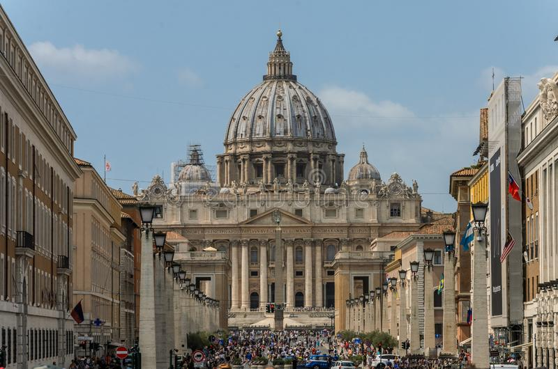 ROMA, ITALY - AUGUST 2018: Tourists in the central square of the Vatican at the Cathedral of St. Peter stock image