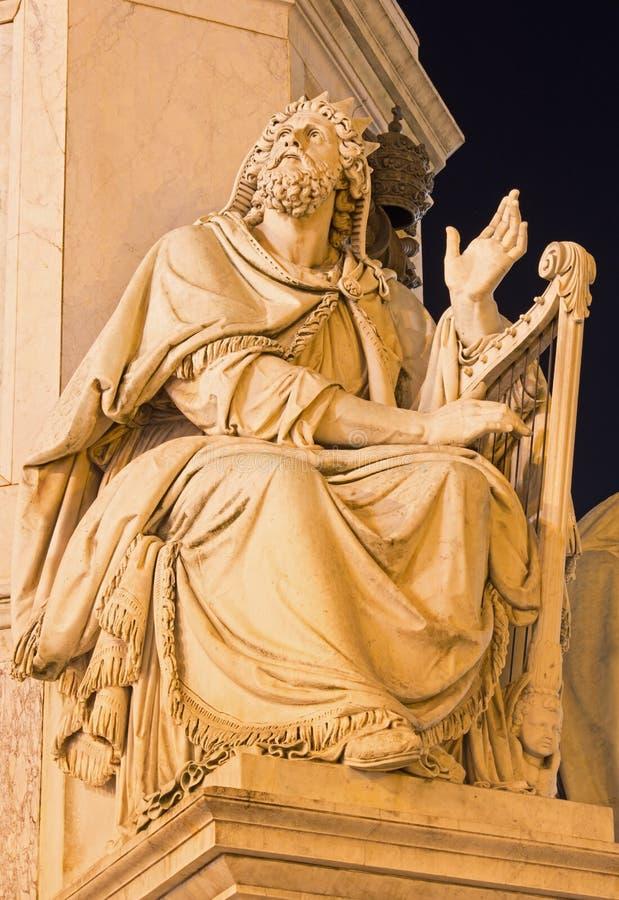 Roma - la statua gentile di David sulla colonna dell'immacolata concezione da Adam Tadolini 1819 - 1883 sul quadrato di Mignanell fotografia stock