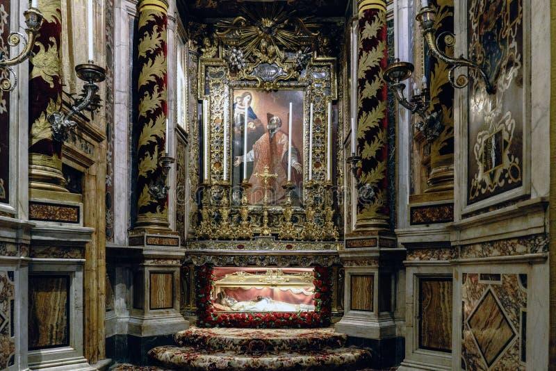 Roma, Lazio, Italia 25 luglio 2017: Tomba di San Felipe Neri in Th immagini stock