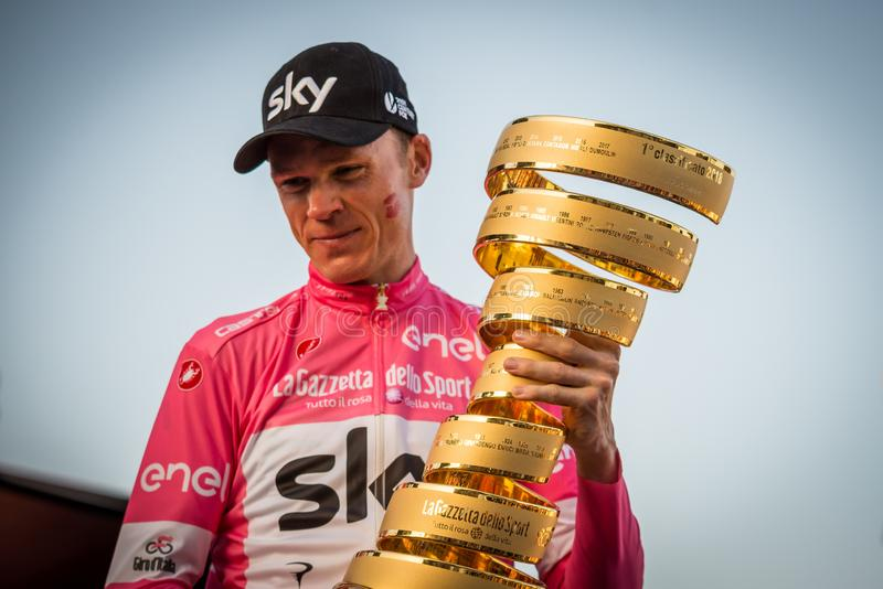 Roma, It?lia 27 de maio de 2018: Chris Froome, no j?rsei cor-de-rosa, comemora a vit?ria do 101th Giro D ?Italia 2018 fotografia de stock