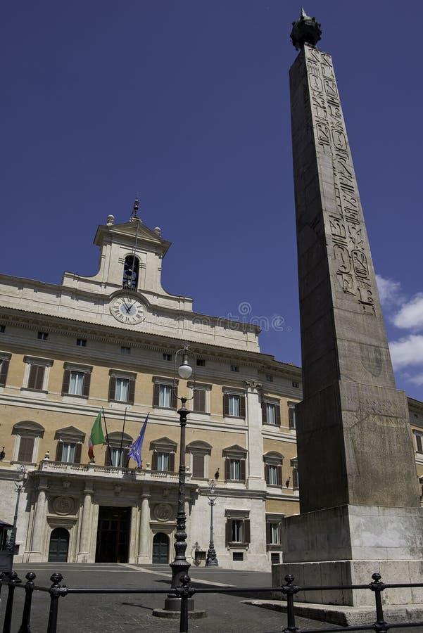 Roma - palazzo e obelisco di Montecitorio immagini stock libere da diritti