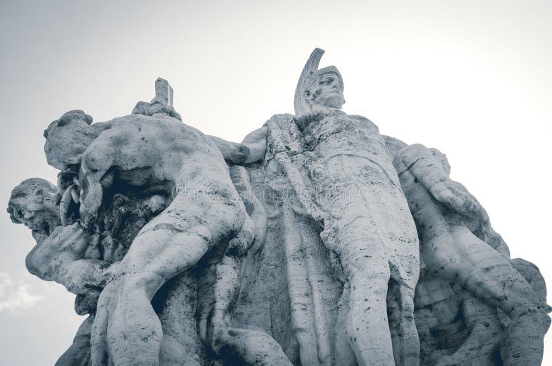 Roma, ponte de Vittorio Emanuele II Detalhe de um do traverti foto de stock