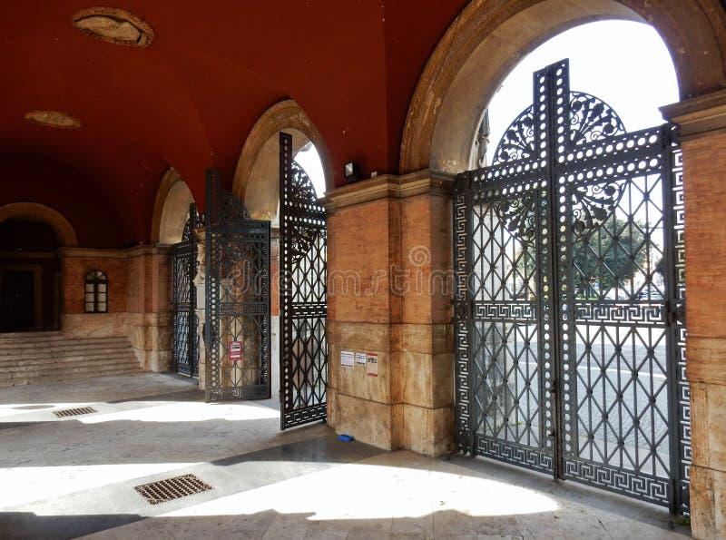 Roma - portico dell'entrata a Verano fotografia stock