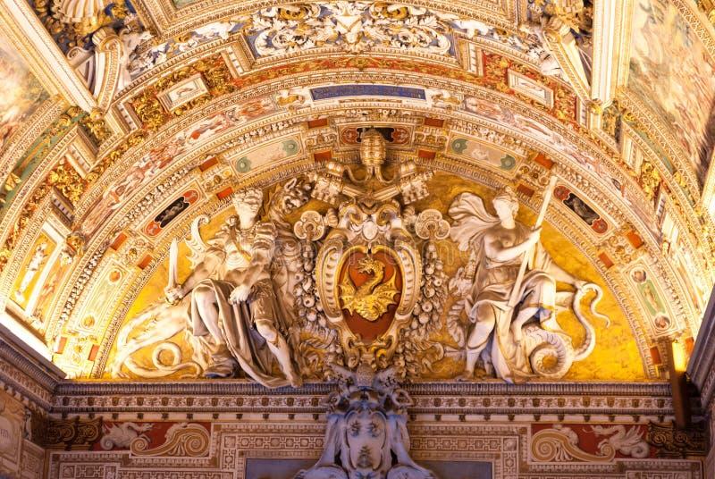 Roma, techo en el museo del Vaticano imágenes de archivo libres de regalías