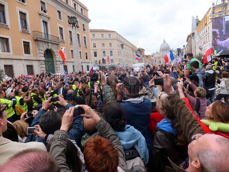 ROMA, VATICANO - 27 de abril de 2014: St. Peters Square, fotos de archivo libres de regalías