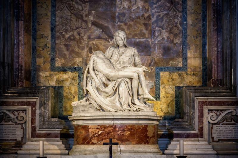 Roma, Vaticano: La piedad del Vaticano o del Pieta de Michelangelo Buonarroti foto de archivo