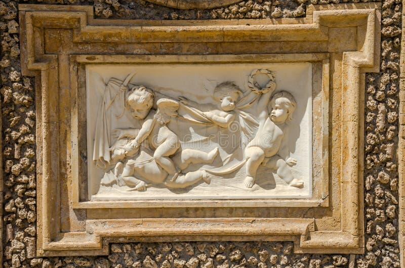 ROMA WŁOCHY, LIPIEC, - 2017: Antyczni rzeźba obrazy na czerepie ściana w willi Doria-Pamphili w Rzym, Włochy obrazy royalty free