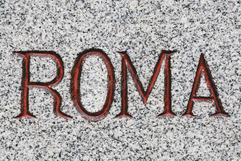 Roma Word Carved i sten arkivbild