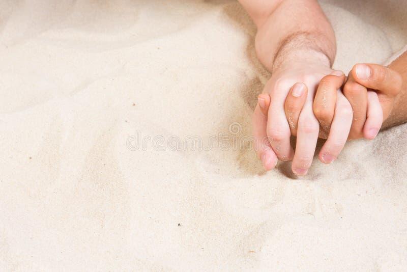 Romaans en liefde Vakantie in de keerkringen Gelukkig Paar stock afbeelding