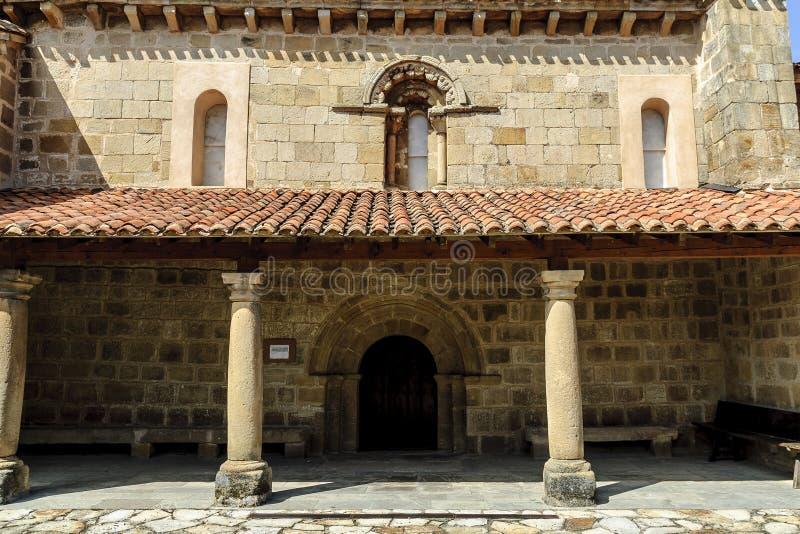 Romaanse kerk stock afbeeldingen