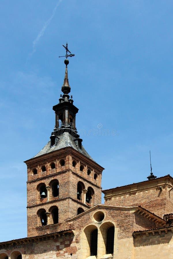 Romaanse kerk van San Martin, segovia, de torenspits stock afbeeldingen