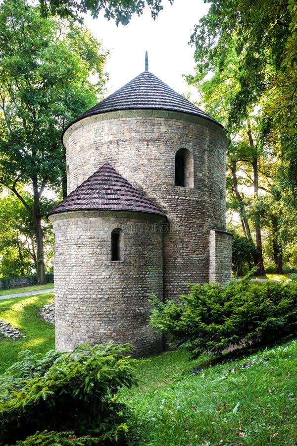 Romaanse St Nicholas Rotunda op Kasteelheuvel in Cieszyn, Polen. Één van de oudste romanesque monumenten in Pools. stock afbeelding