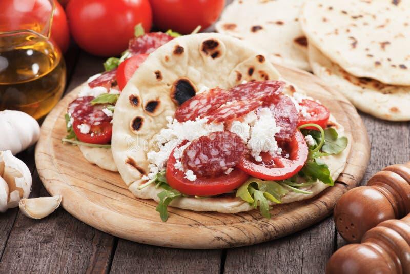 Romagnola di Piadina, panino italiano del flatbread immagine stock