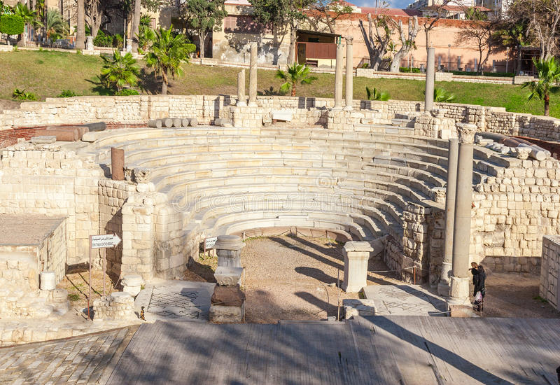 Roman Amphitheatre och fördärvar i Alexandria royaltyfri bild