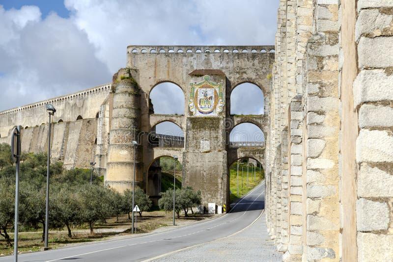 Roman Aqueduct da Amoreira i Elvas i Portugal royaltyfri fotografi
