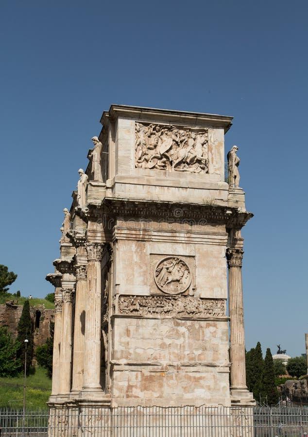Roman Arch Under Clear Blue-Hemel stock fotografie
