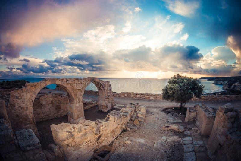 Roman boog bij Kourion-ruïnes Limassol District, Limassol stock foto's