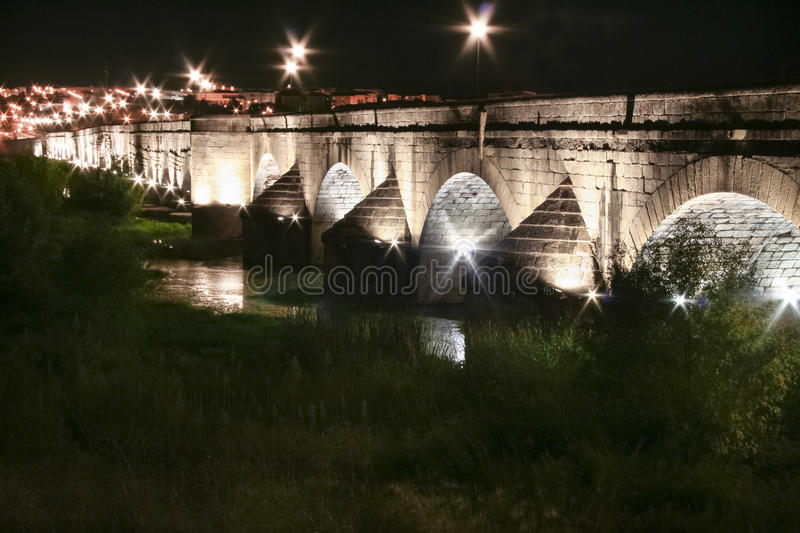 Roman bridge over Guadiana River at night, Merida stock photo