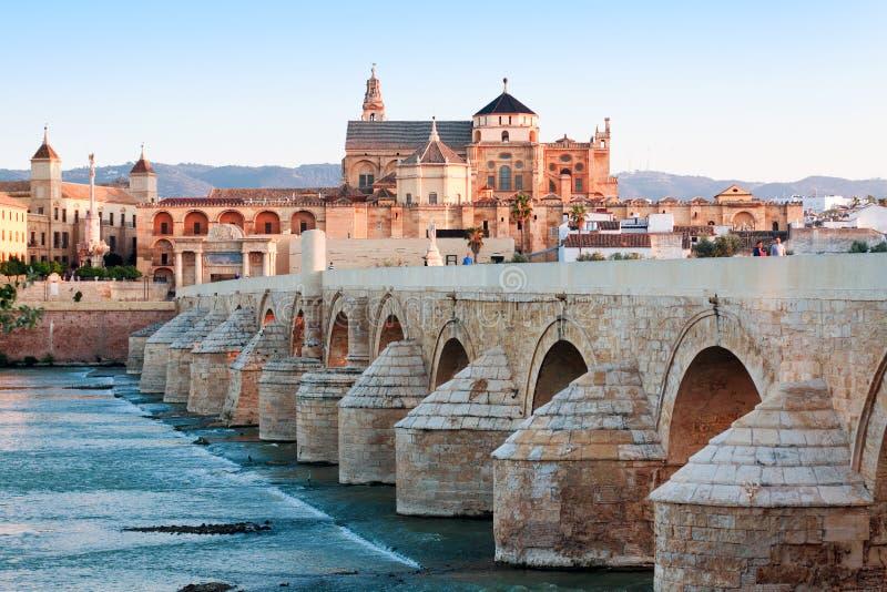 Roman Bridge- und Guadalquivir-Fluss, große Moschee, Cordoba, Spai lizenzfreies stockbild