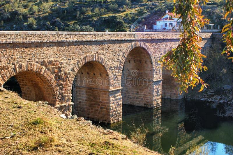 Roman brug over rivier Erges royalty-vrije stock fotografie