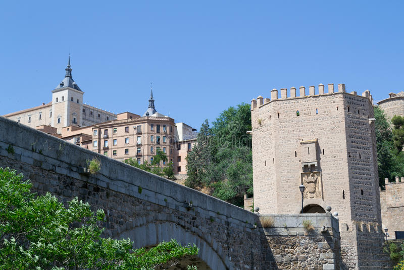 Roman brug in Toledo stock foto