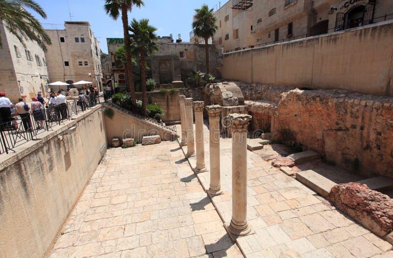 Roman Cardo antigo na cidade velha do Jerusalém foto de stock royalty free