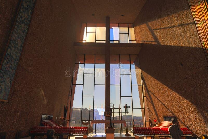 Roman Catholic Chapel d'intérieur croisé saint dans Sedona Arizona images stock