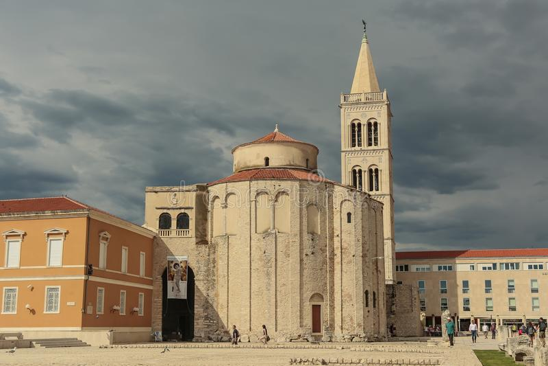 Roman Catholic Church de St Donato en el centro histórico de Zadar fotografía de archivo