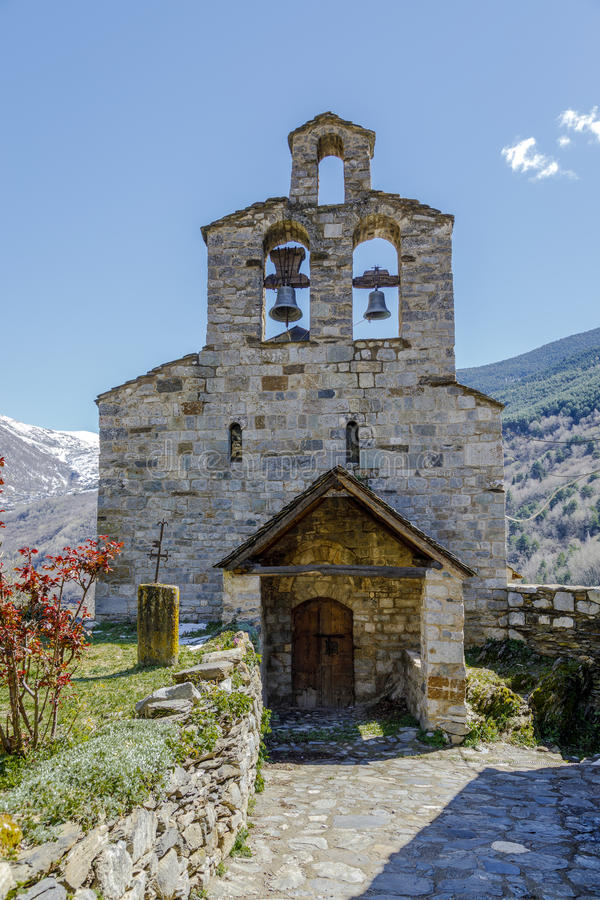 Roman Church de Santa Maria de Cardet, Catalonia - Espanha imagem de stock royalty free