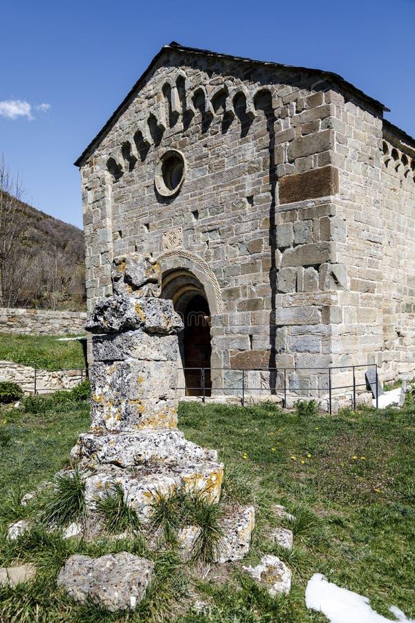 Roman Church de Santa Maria de la Asuncion en Coll Catalonia - l'Espagne photos libres de droits