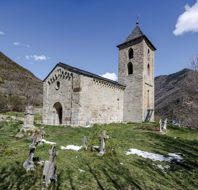 Roman Church de Santa Maria de la Asuncion en Coll Catalonia - l'Espagne images stock