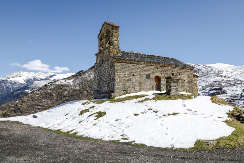 Roman Church do eremitério de San Quirce de Durro Catalonia - Espanha imagem de stock