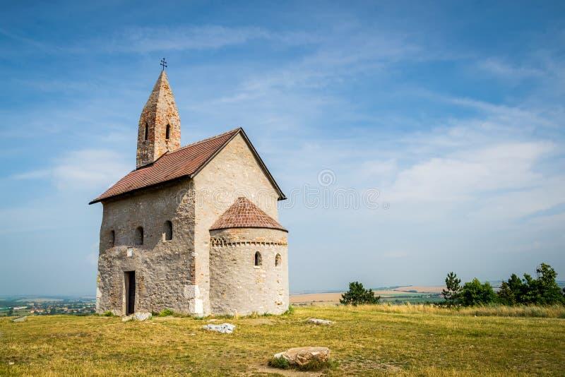 Roman Church idoso em Drazovce, Eslováquia imagens de stock royalty free