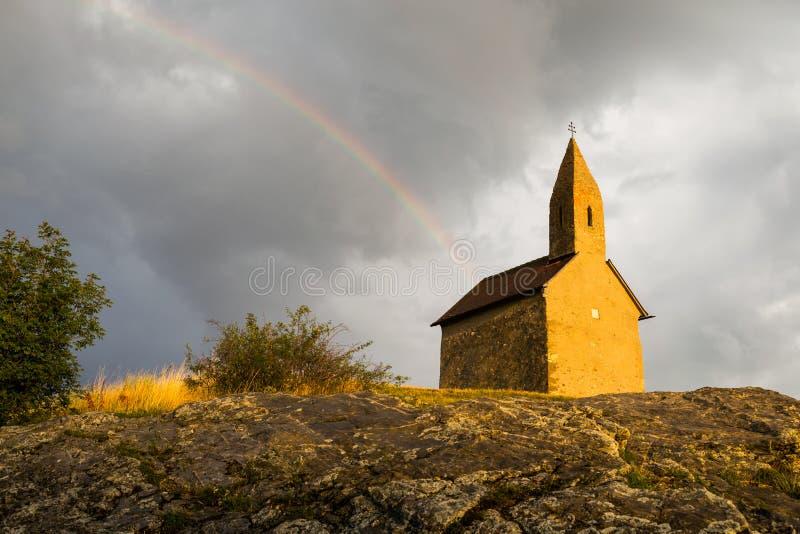 Roman Church idoso em Drazovce, Eslováquia imagem de stock