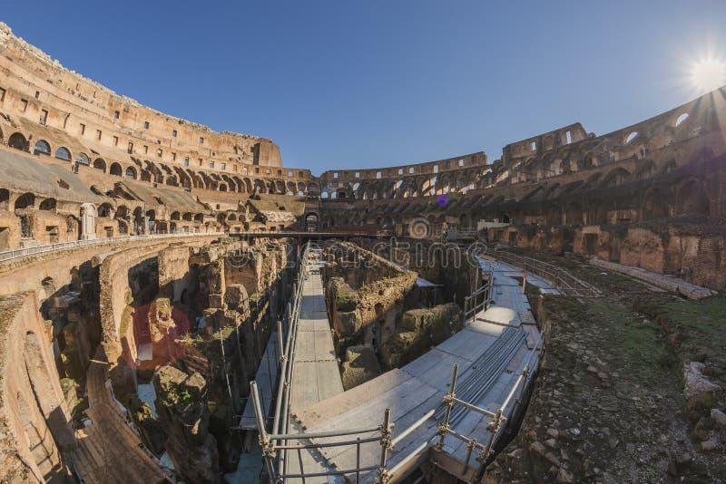 Roman Coliseum på en solig dag arkivfoton