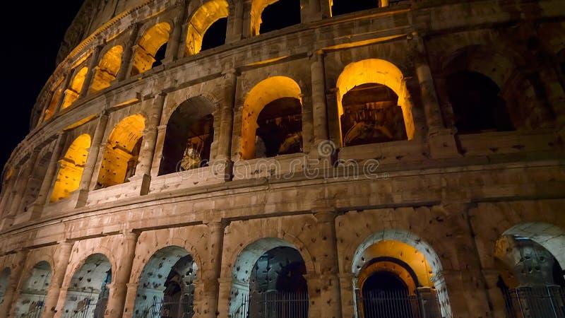 Roman Colosseum na noite em Roma, Itália fotografia de stock royalty free