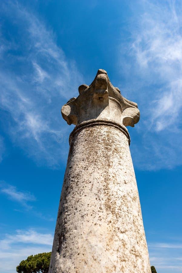 Roman Column avec le capital - Ostia Antica Rome Italie photos libres de droits