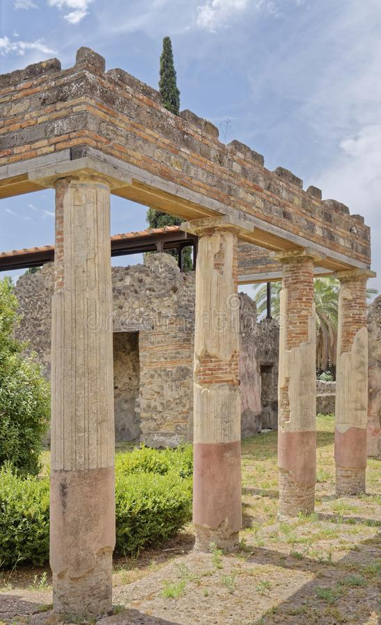 pompeya, italy: Roman columns stock photography