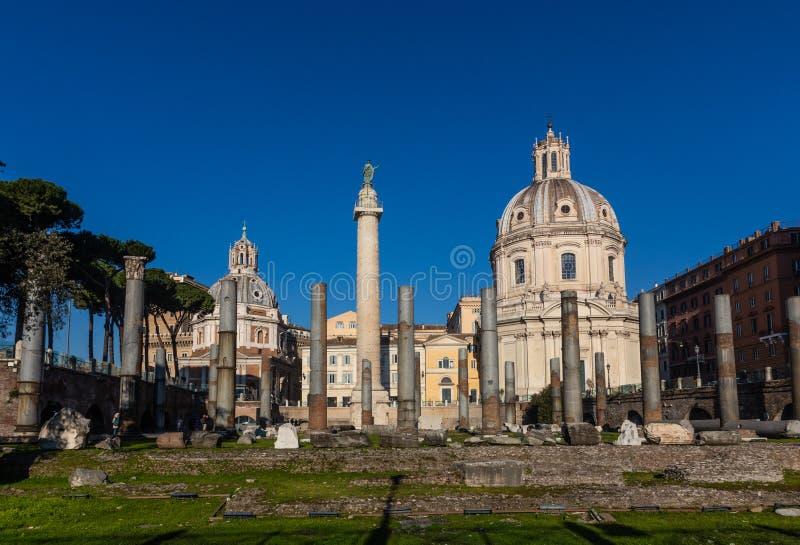 Roman Domus de Palazzo Valentini, Santa Maria di Loreto, la columna de Trajan fotografía de archivo
