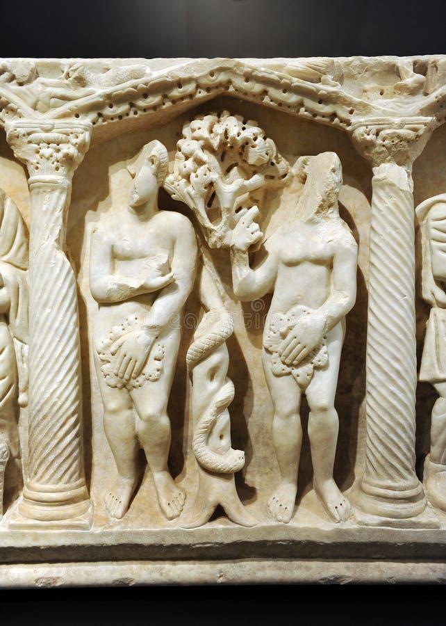 Roman Early Christian sarkofag, Adam och helgdagsafton arkivfoton