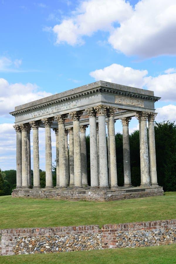 Roman Folly in Engelse tuin royalty-vrije stock fotografie