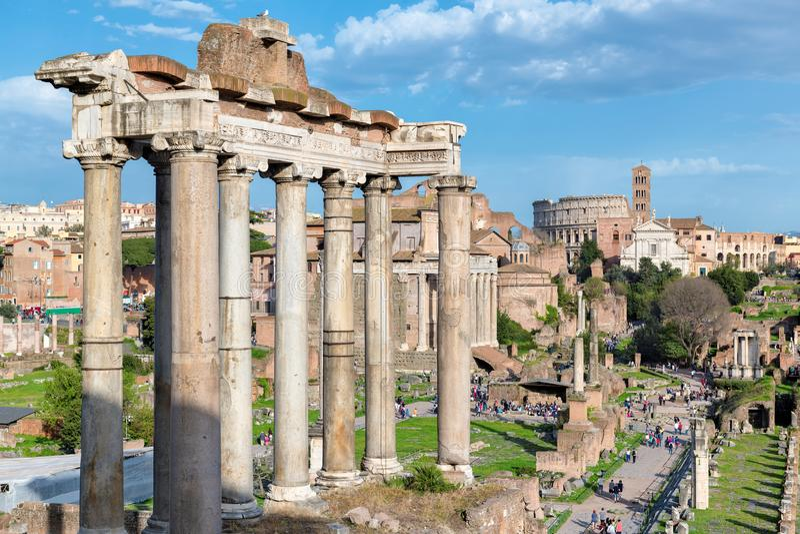 Roman Forum al tramonto a Roma, Italia fotografia stock libera da diritti
