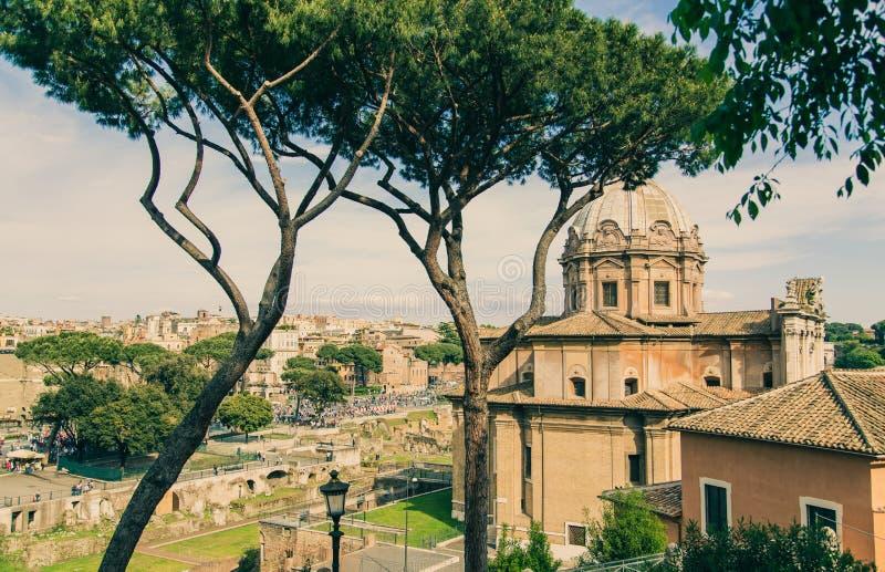 Roman Forum antigo, o coração do capital italiano foto de stock royalty free